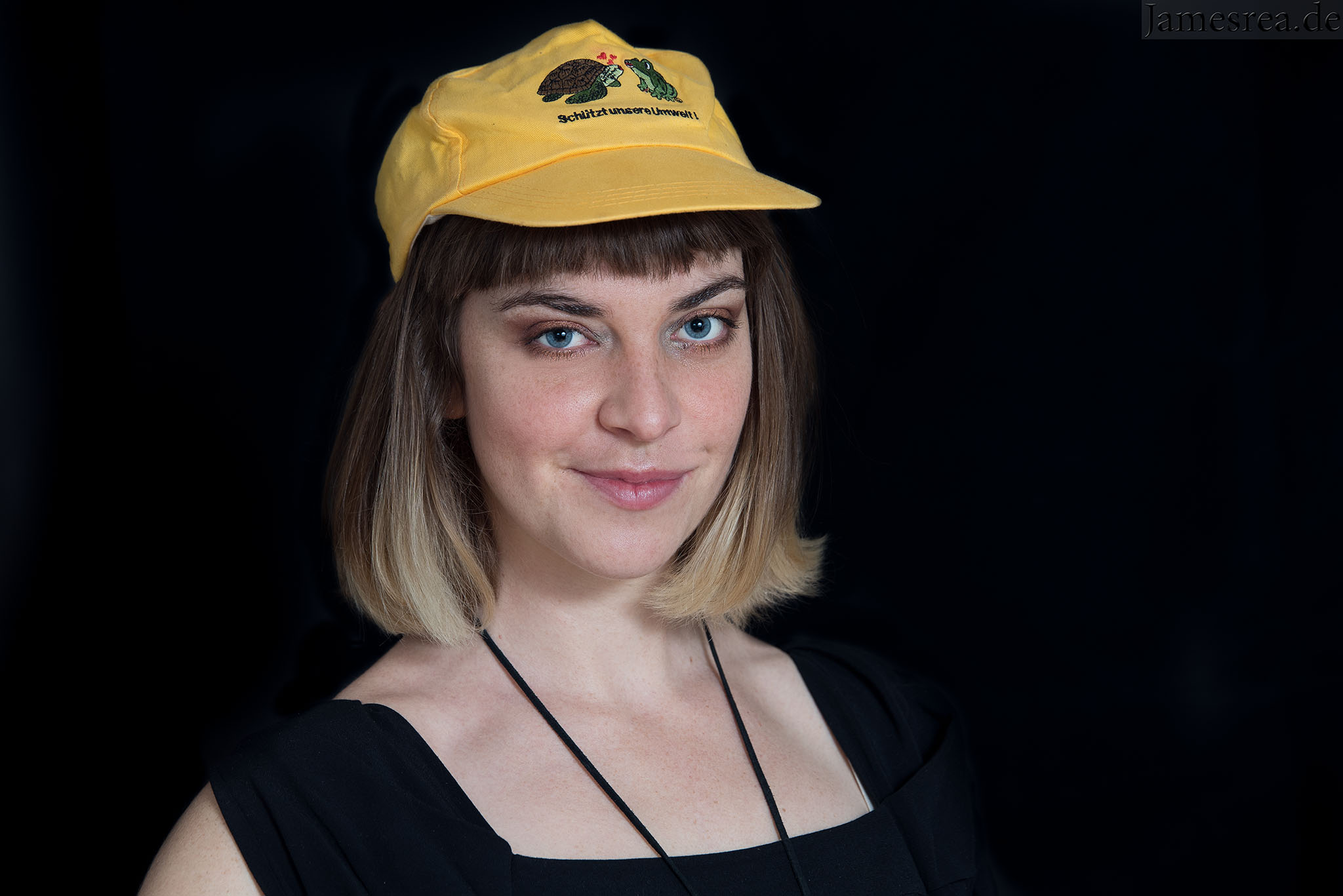 georgia-portrait-with-the-hat-2048px